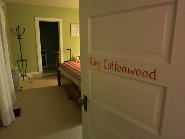 Fresh & Wyld King Cottonwood Suite