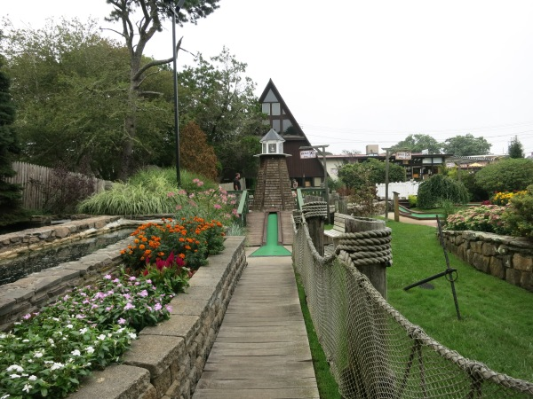 Holiday Hill Mini Golf