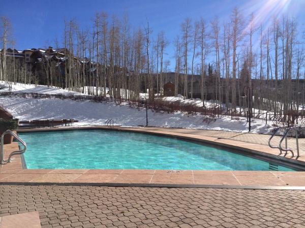 The Peaks Pool